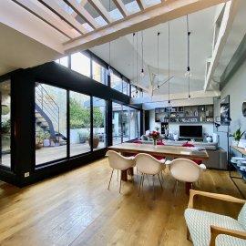 Loft 106 m2, avec terrasse-patio, solarium, 2 chambres suites, Quai des Chartrons Bordeaux, Tram B, Local Vélos