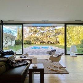 Pessac Centre, Chartreuse rénovée 320 m2 de plain-pied, Parc arboré de 3 500 m2, piscine, garage, orangeraie, proche Tram B, Ter, Bus